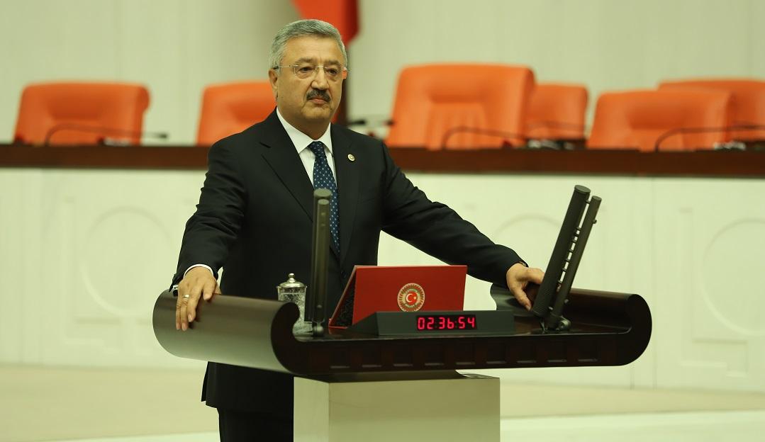 """""""İzmir'i Gökdelenlerle Dolu Bir Mega Kent Yapma İddiamız Yok"""""""