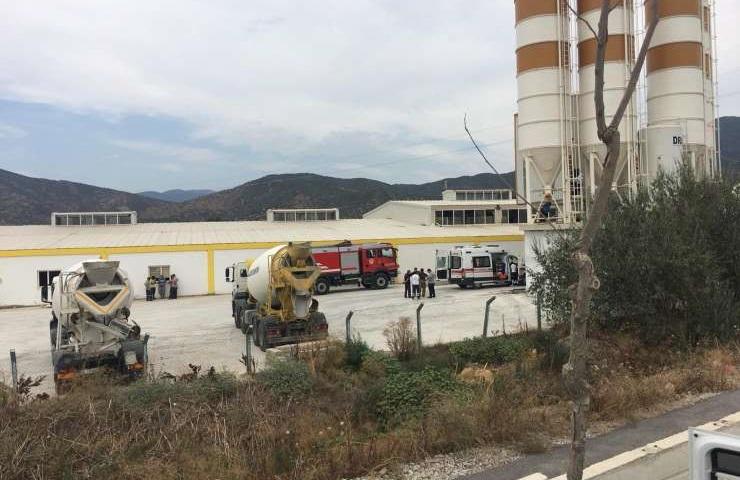İzmir'de Beton Makinesinin İçinde Kalan İşçi Hayatını Kaybetti
