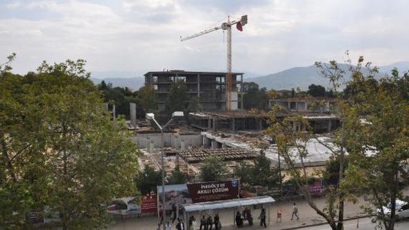 İnegöl Belediyesi Yeni Hizmet Binası ve Kent Meydanı İnşaatı Durdu