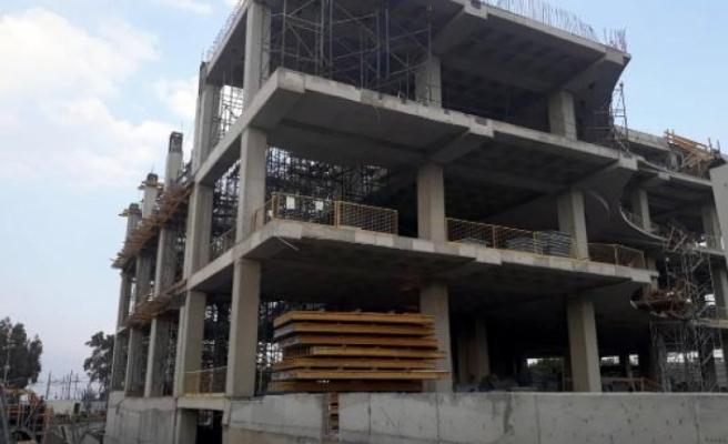 İzmir'de İnşaat İskelesinden Düşen İşçi Hayatını Kaybetti