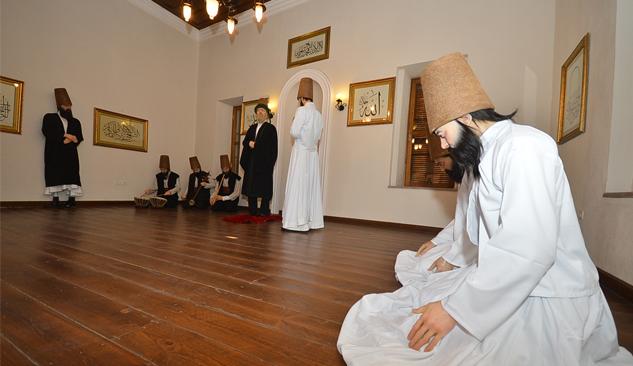 Emir Sultan Türbesi Restore Edildi