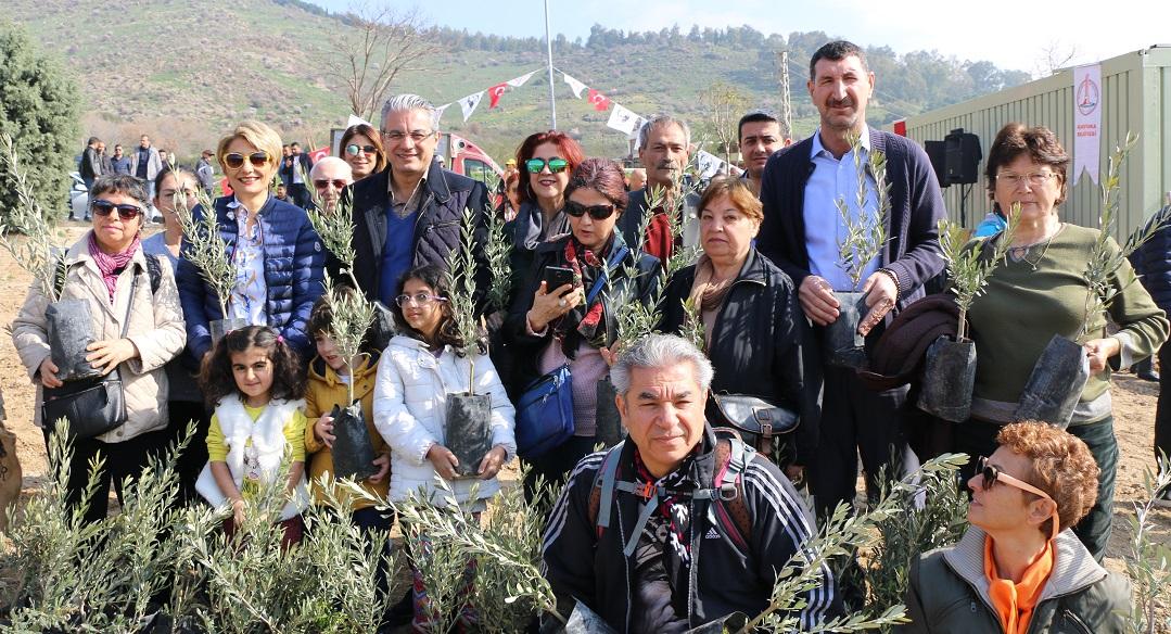 Karşıyaka Kentsel Dönüşüm Ormanına İlk Ağaçlar Dikildi