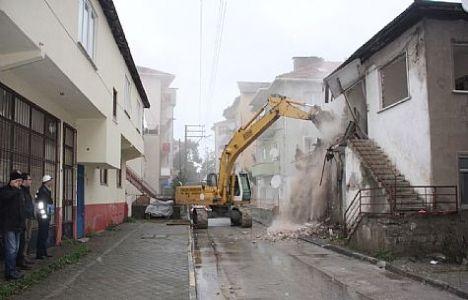 Gölcük'teki Metruk Binalar Yıkılıyor!