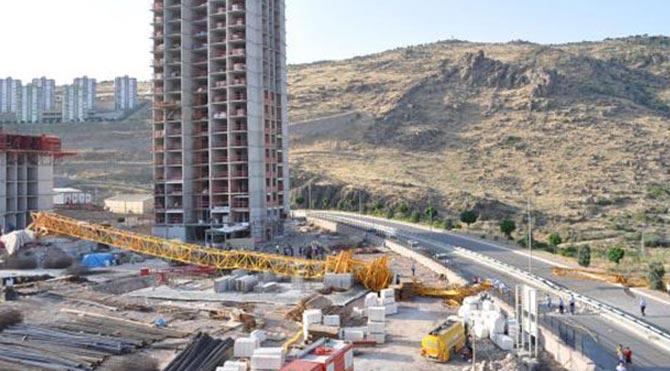 Karşıyaka'da İzin Almadan Kule Vinç Kullanılamayacak