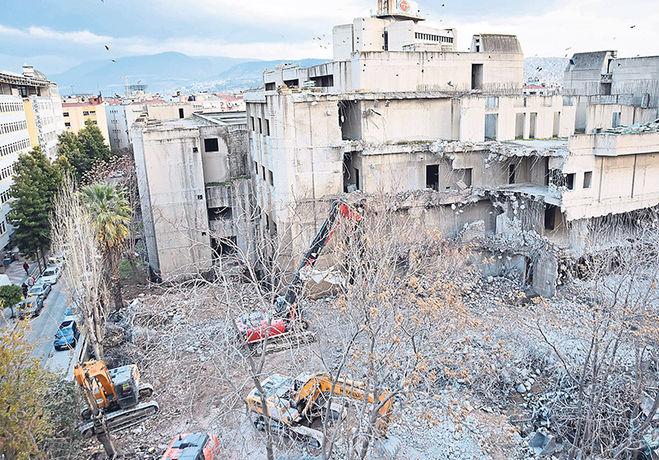 Kahramanlardaki TRT Bloklarının Yıkımına Başlandı