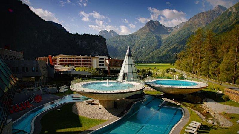 Alpler'in Ortasında Muhteşem Yapı