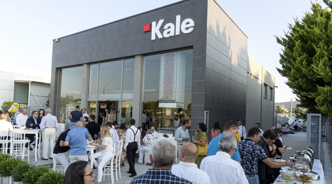 Çeşme'de Yenilenen Kale Mağasası Açıldı