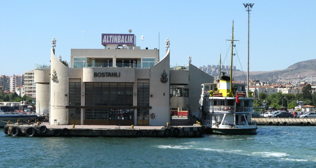 Bostanlı Vapur İskelesindeki Ticari Alanlar ve Otopark Kiraya Veriliyor