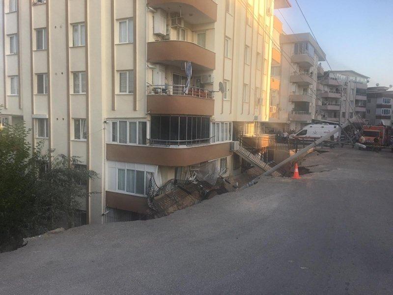 Torbalı'da Bir Apartman Tahliye Edildi