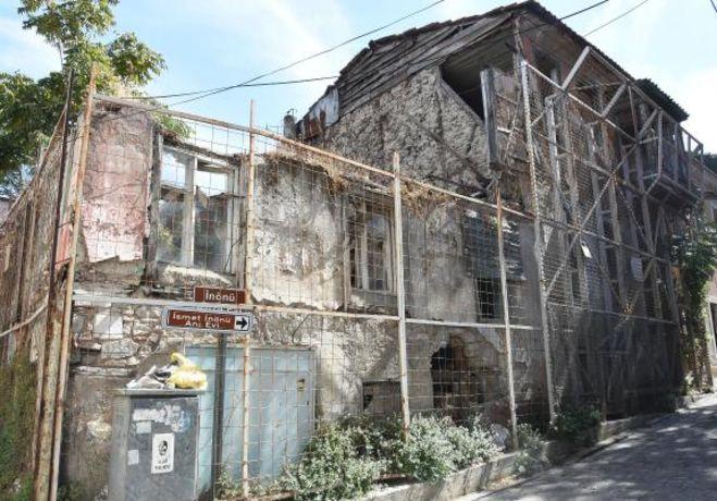 Eski İzmir Evleri Kurtarıcısını Bekliyor