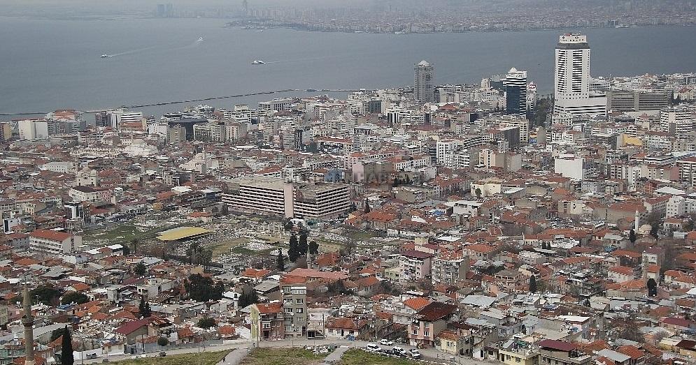İzmir'de Her İki Konuttan Birinde Deprem Sigortası Yok