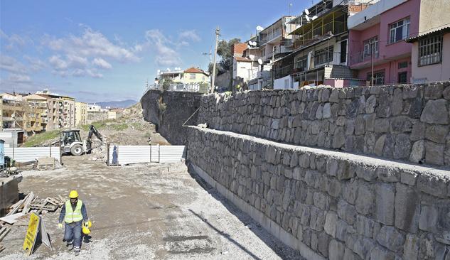 Çöken Yolun İstinat Duvarı Yeniden Örüldü