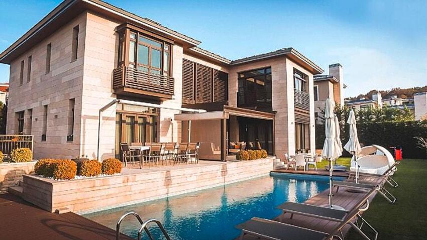 Cem Yılmaz'ın Zekeriyaköy'deki Villası 2 Milyon Dolara Satışa Çıktı