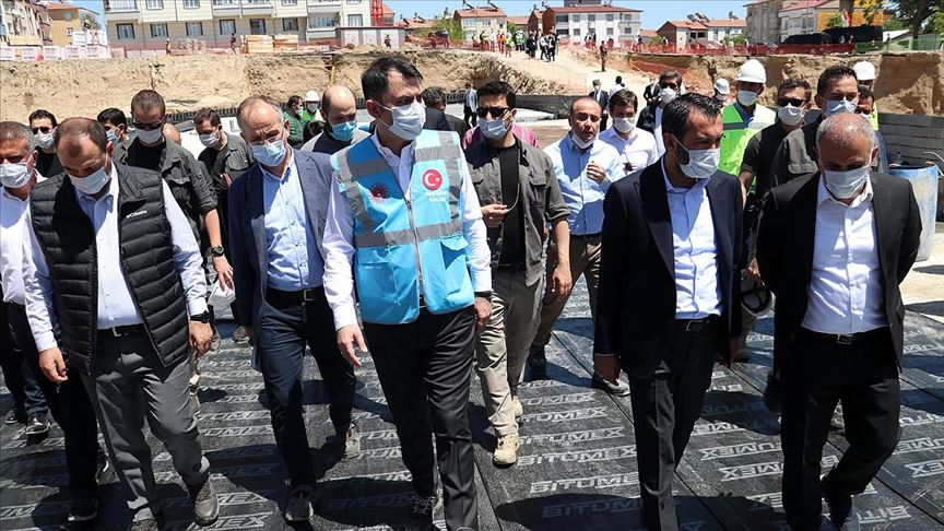 Murat Kurum'dan Elazığ'daki Müteahhite Tepki
