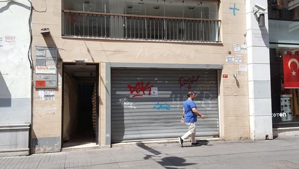 İstiklal Caddesi'nde Esnaf Kepenk Kapatıyor