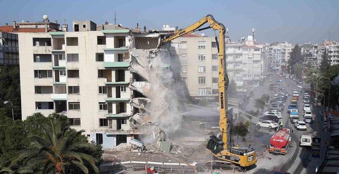 Karşıyaka Belediyesi'nden Bostanlı'daki Eğik Binalarla İlgili Açıklama