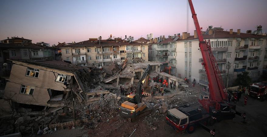 Kanun Teklifi Mecliste: Riskli Binada KDV Düşüyor, 2 Yıl Ödemesiz Kredi Desteği Geliyor