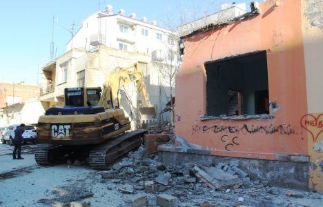 İskenderun'daki İki Metruk Binanın Yıkımı Gerçekleşti!