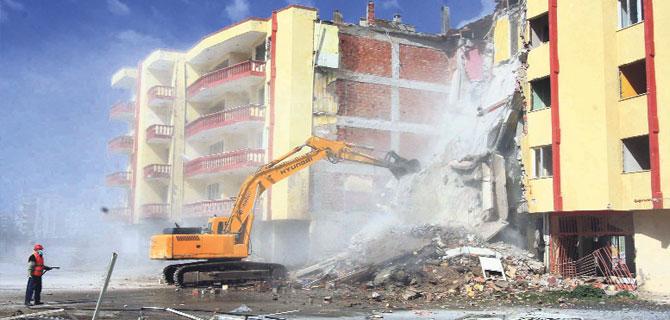 İzmir'de 100 Binadan 65'i Kaçak