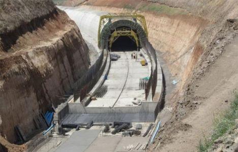 Bakü-Tiflis-Kars Demiryolu Haziran'da Açılacak!