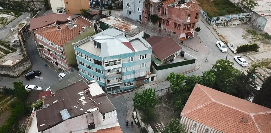 Fatih'te Kolonları Çatlayan 4 Katlı Bina Tahliye Edildi