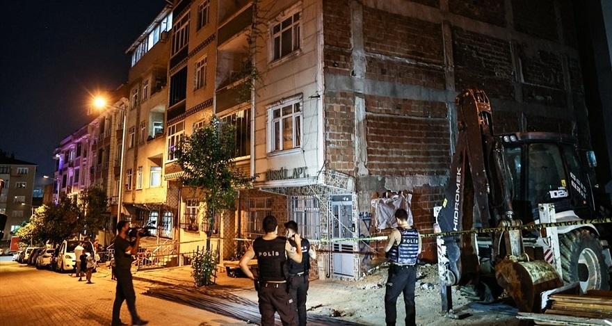 Sultangazi'de Çökme Tehlikesi Olan İki Bina Boşaltıldı