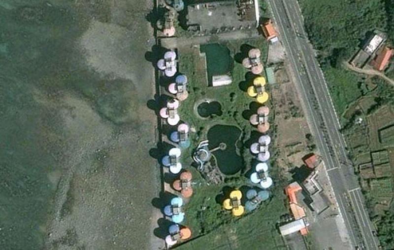 Kaderine Terkedilmiş UFO Evler