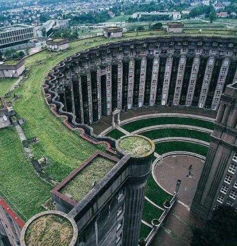 Fransa'daki Bu Yapı Mimarisiyle Büyülüyor