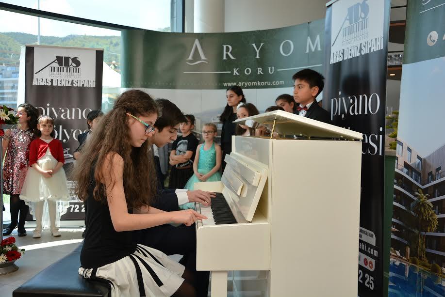 Aryom Koru'dan Çocuk Piyanistler Resitali