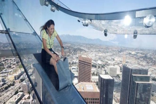300 Metre Yükseklikte Camdan Kaydırak