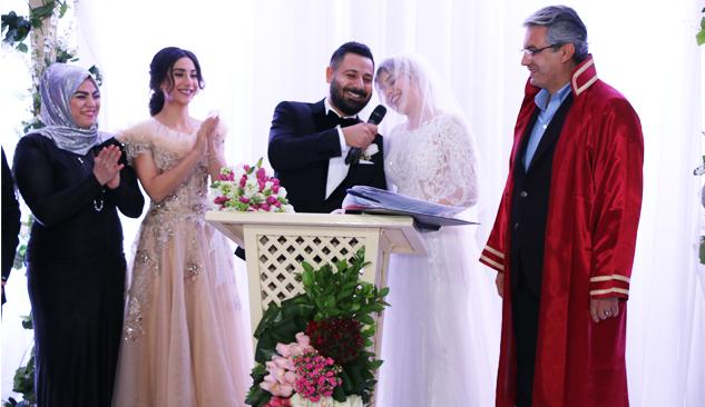 Mustafa Gültekin Kendi Nikahını Kıydı!