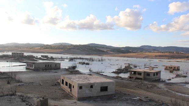 Baraj Çekildi, 900 Yıllık Köy Ortaya Çıktı