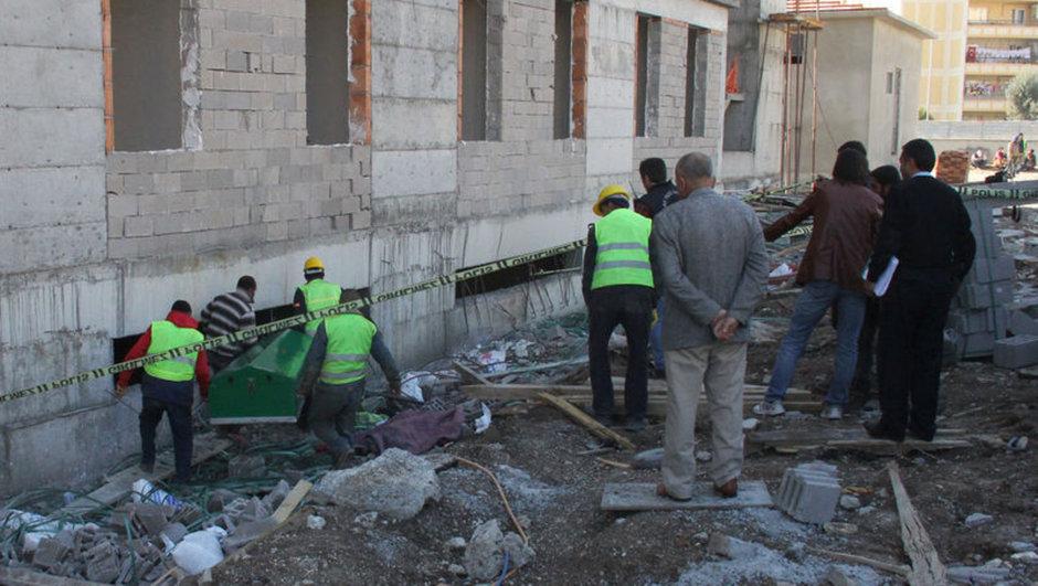 Adana'da İnşaattan Düşen İşçi Hayatını Kaybetti