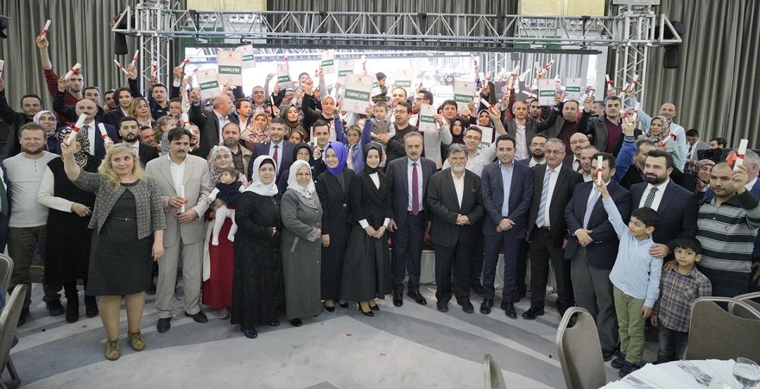 Eminevim Bursa'da 100 Ailenin Tapularını Dağıttı